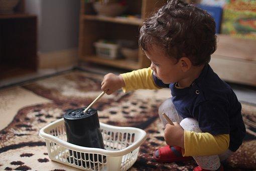 toddler-4685422__340